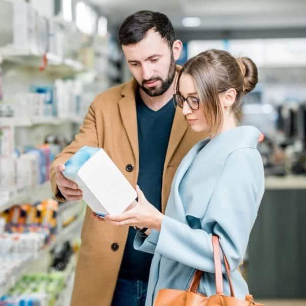 couple-reading-pharma-box