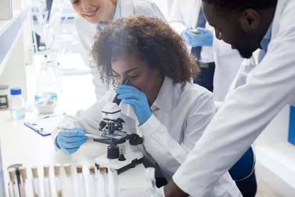 pharma-lab-people