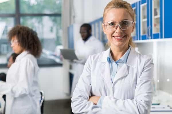 pharma-lab-person