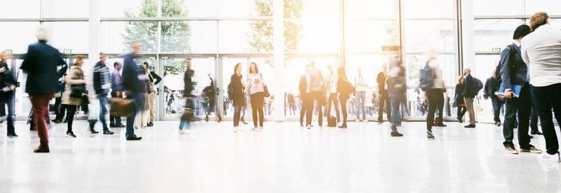 tradeshow-floor-people